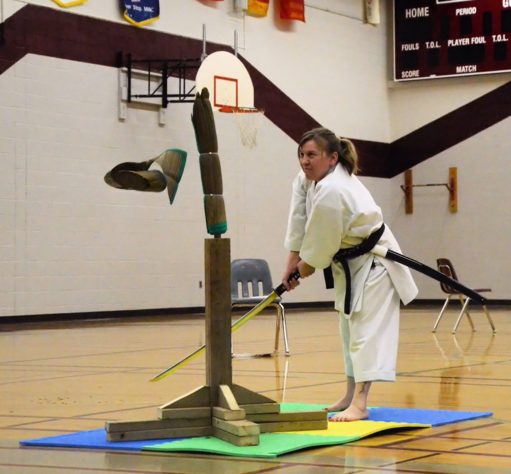karate woman sword - 0865